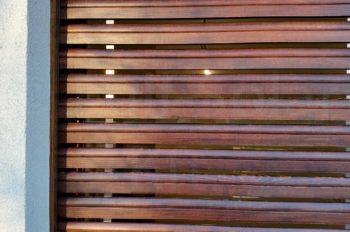 Fa redőny mahagóni színben